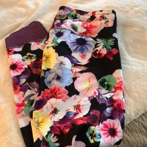 NWOT XL floral Old Navy workout pants